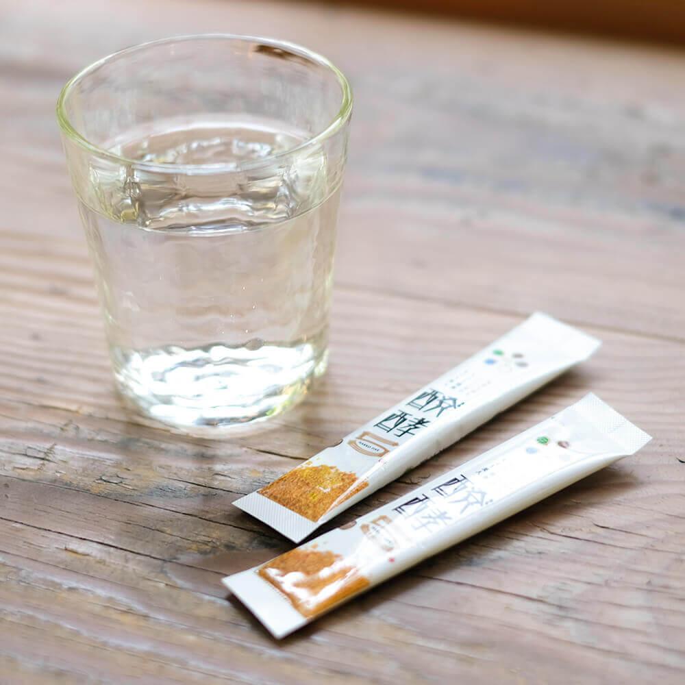 2包で玄米の栄養素が摂れる「醗酵5」。お水で飲むのがおすすめです。