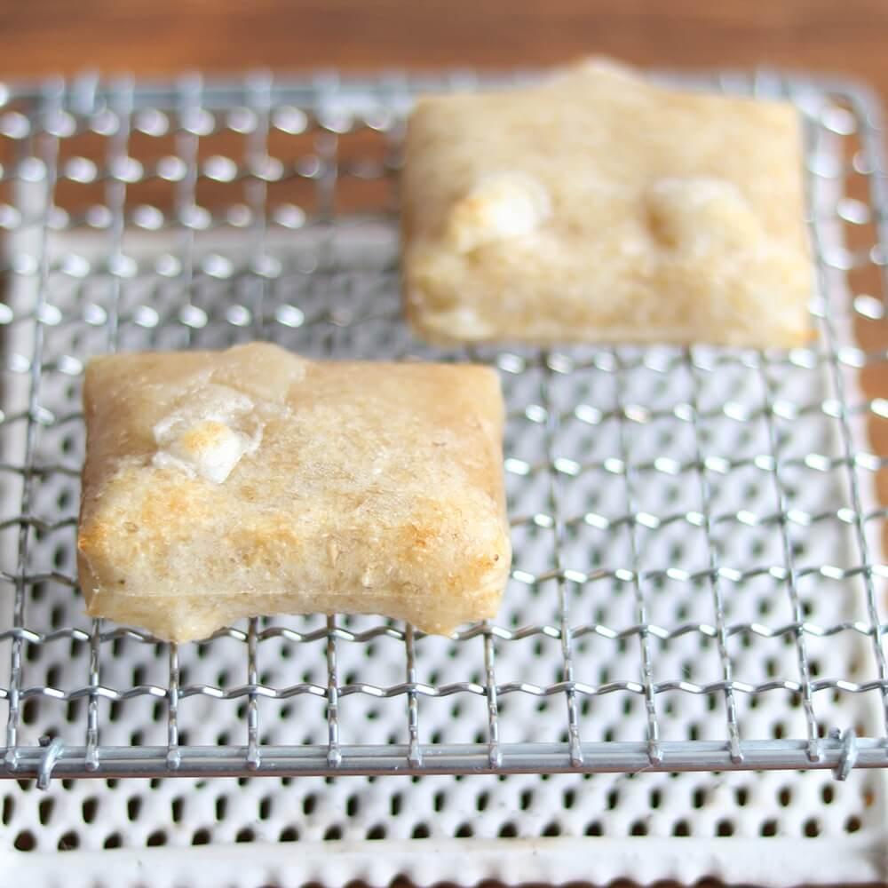 杵と臼を使って丁寧についているので、玄米の甘みと香ばしさだけでなく、ねばりとコシも楽しめます。