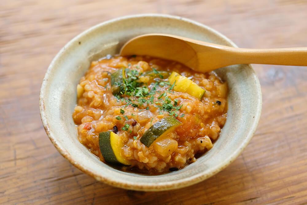 【ツマめしレシピ】17|赤味噌とトマトでデミグラス風に。簡単トマト雑炊。