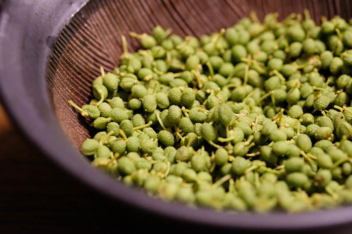 【ツマめしレシピ】09|ぴりっと痺れる辛さが美味しい、フレッシュ実山椒味噌。