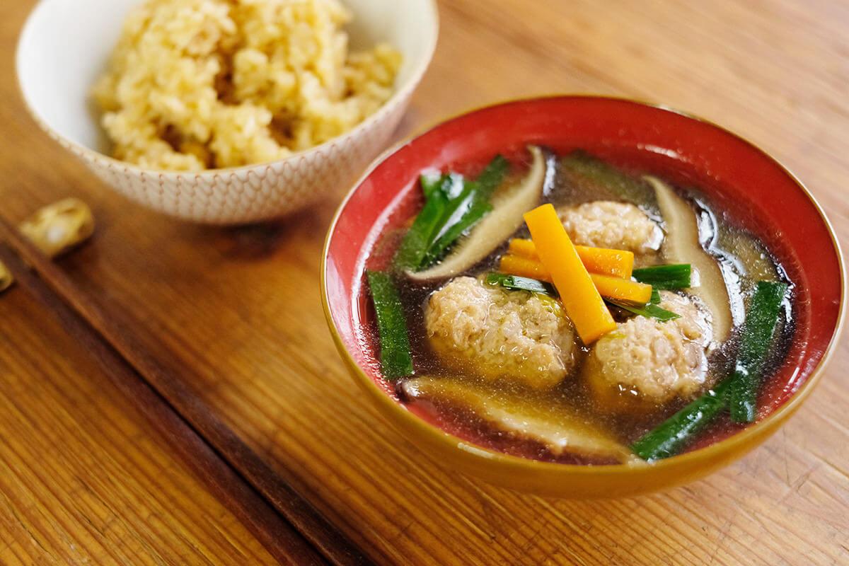 【ツマめしレシピ】07|昆布のとろみが美味しい、蓮根の肉団子とニラのスープ。