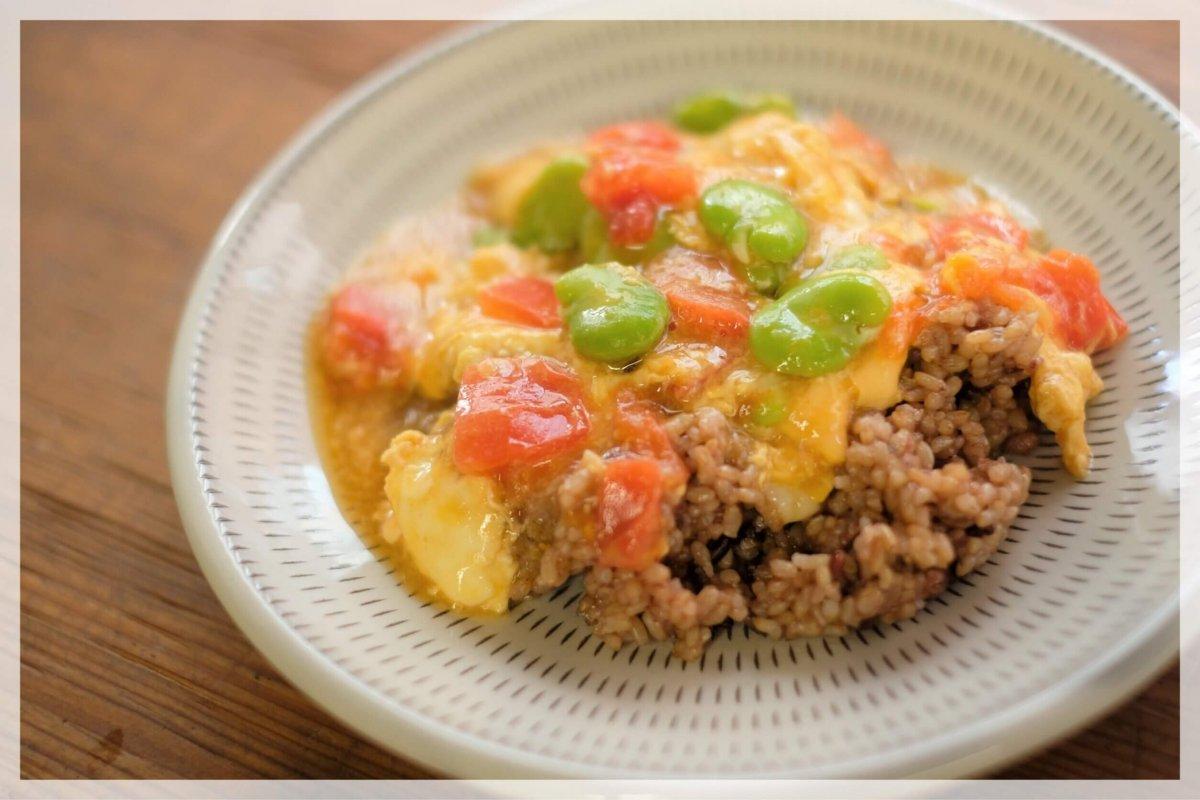 旬のそら豆とトマトのとろとろ卵あんかけ丼