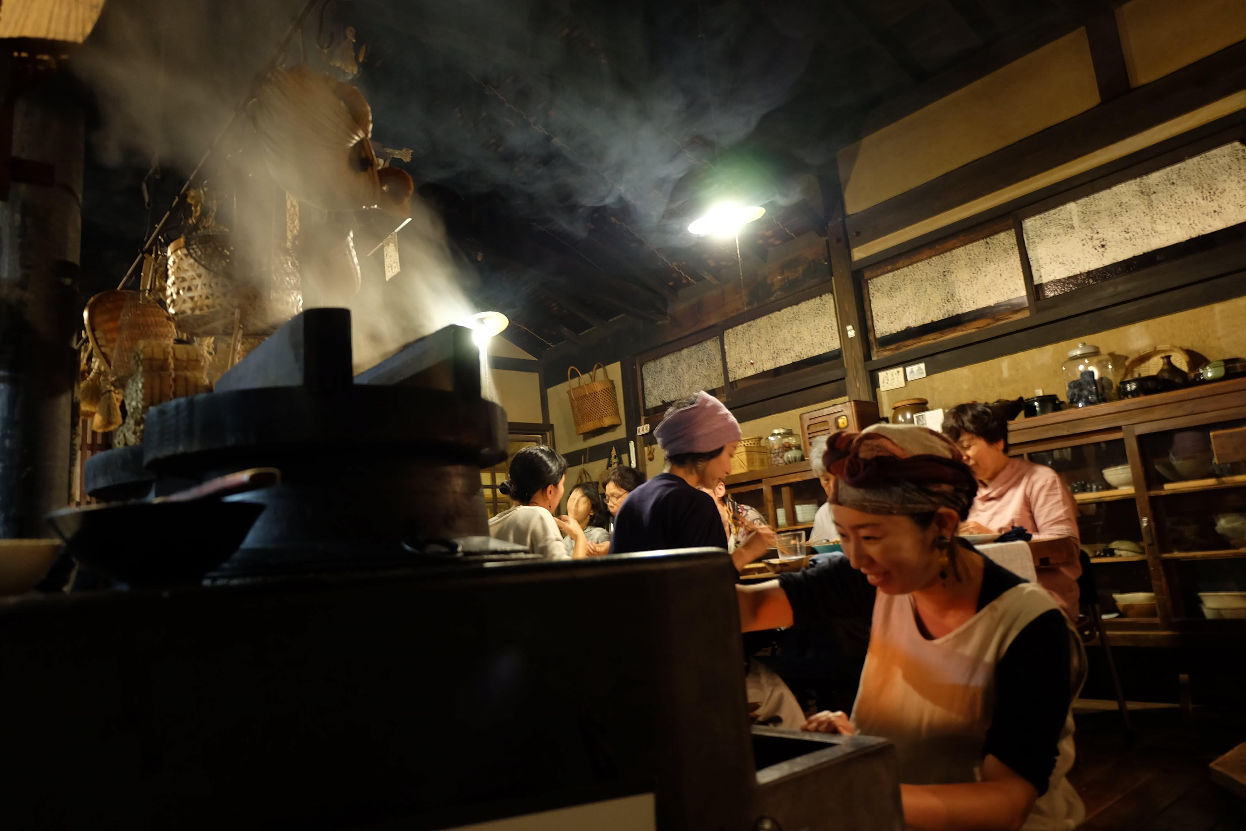 群言堂日記05-「おくどさん」で炊くごはんと夕飯の風景