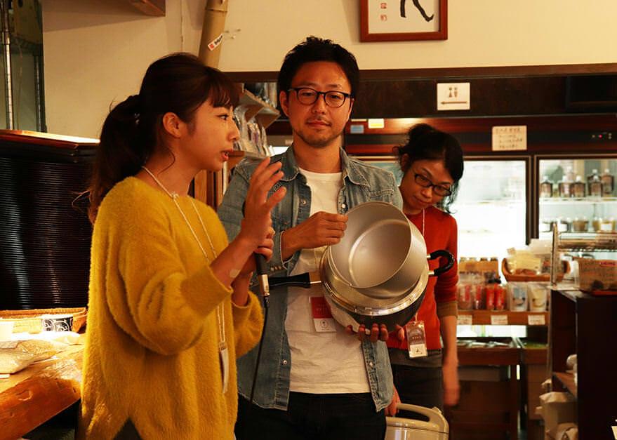 質問に答える荻野と炊き方教講師の田口