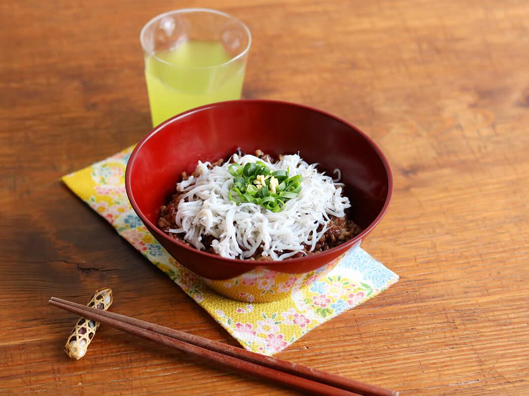 寝かせ玄米で釜揚げしらす丼|いろは 仙台アンダンチ店の給食レシピ
