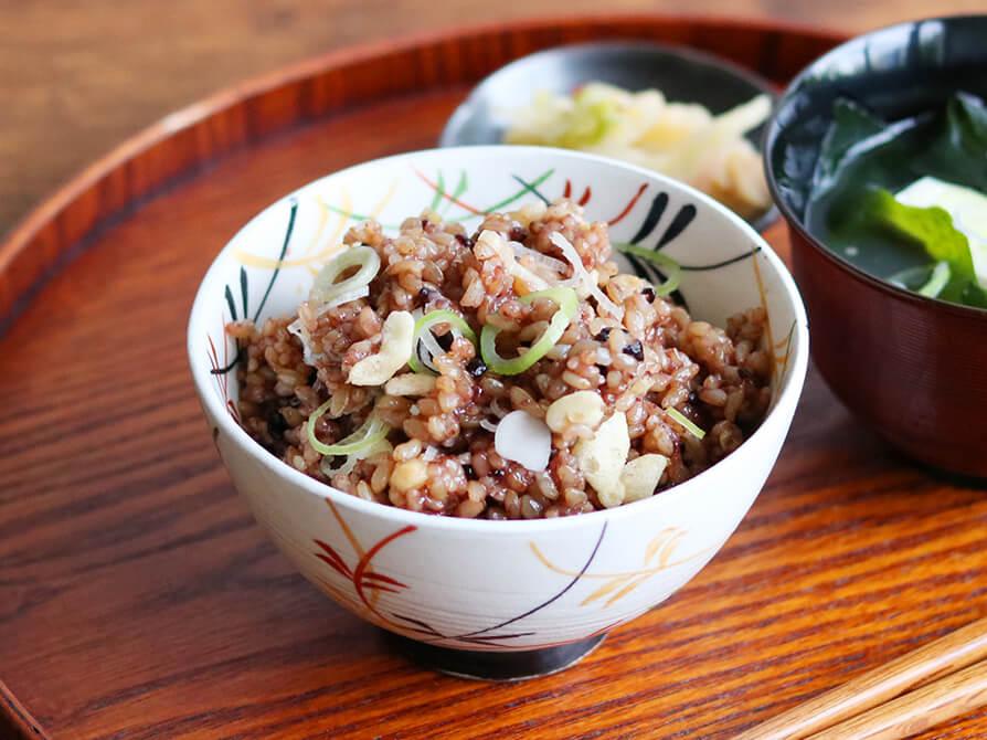 寝かせ玄米でたぬきごはん|いろは 仙台アンダンチ店の給食レシピ