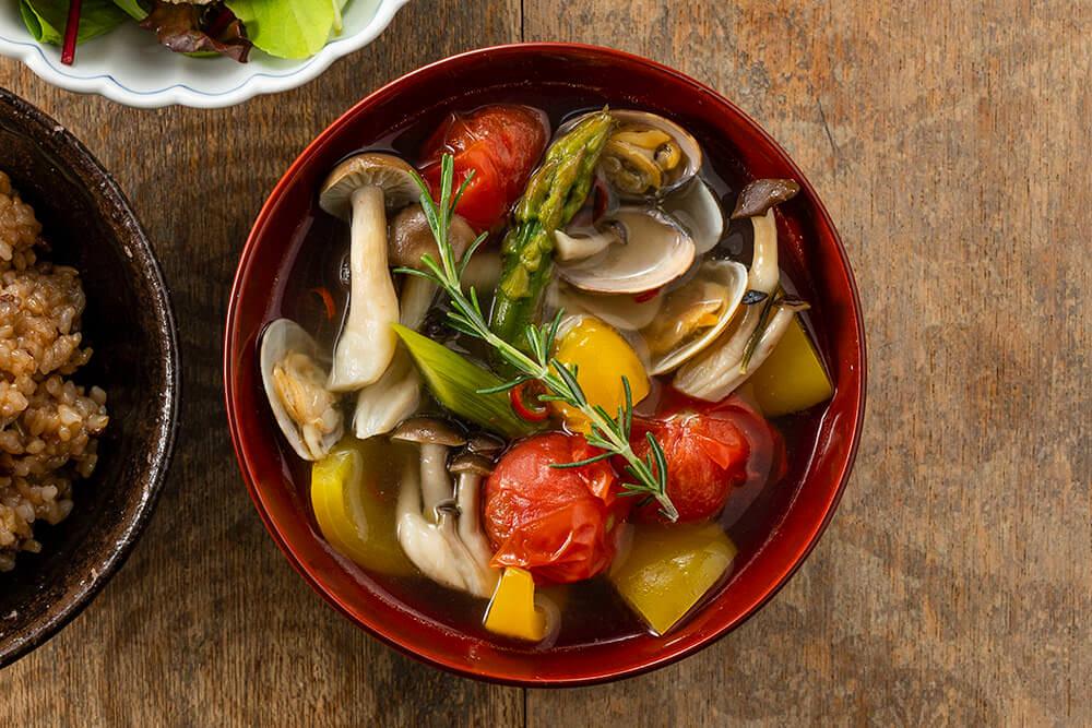 【出汁パックで簡単に】夏野菜で和風だしのアクアパッツァ