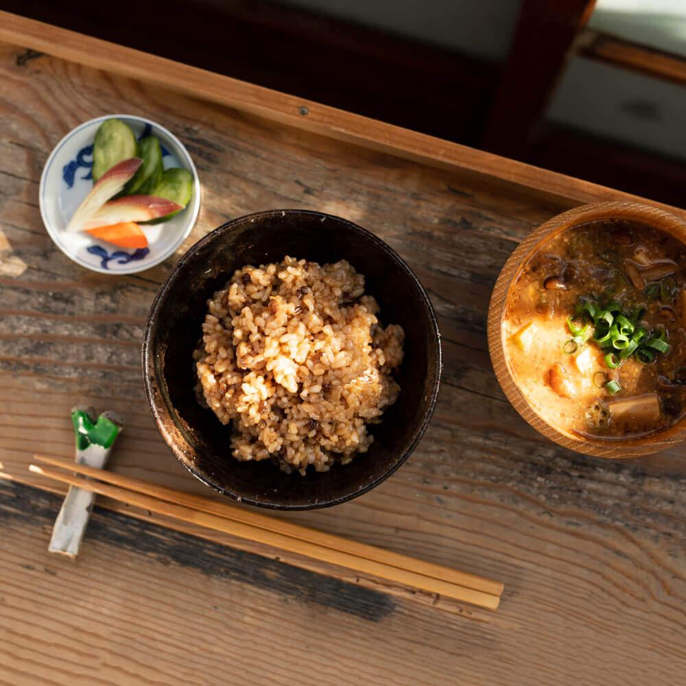 一汁一菜の伝統的な和食スタイルを、丸ごと顆粒状にしたのが醗酵5