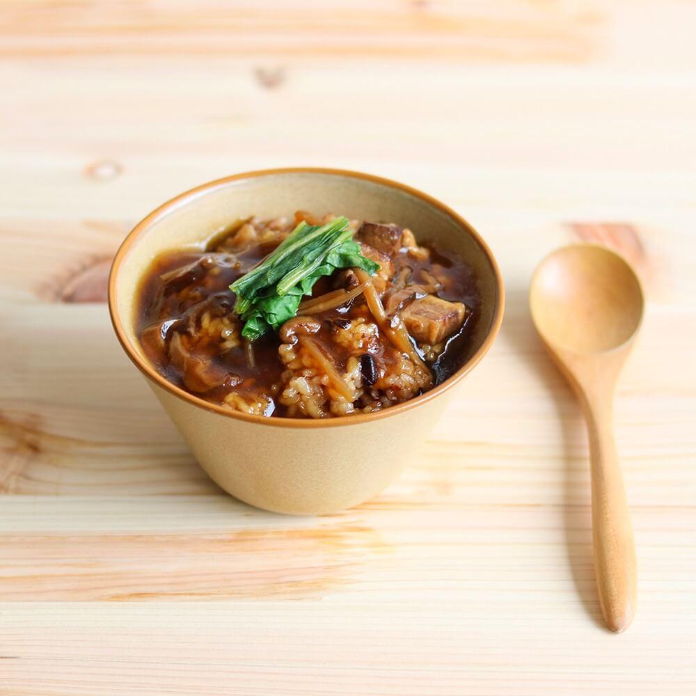 たけのこの食感とごろっと豚肉が美味しい、クセになる少し甘めの醤油味「国産豚肉のルーロー飯」。