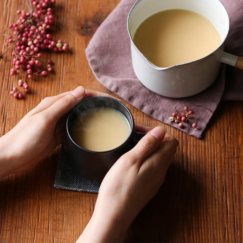 糀の甘みを感じる玄米甘酒は、砂糖不使用。冬のおうち時間にぴったり。