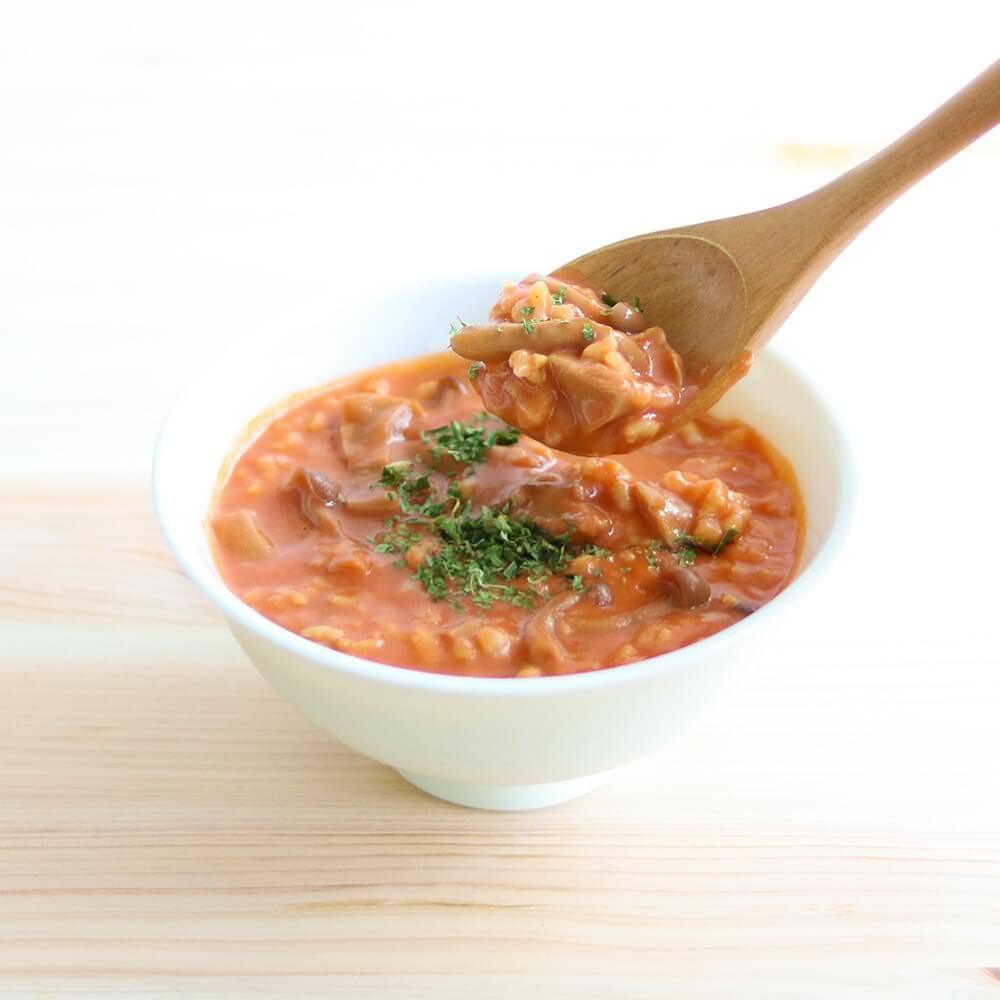 チーズとトマトの濃厚な旨味がクセになる、玄米トマトリゾット