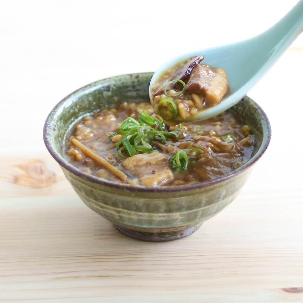 たけのこの食感が楽しい、少し甘めの醤油味が特徴の玄米雑炊